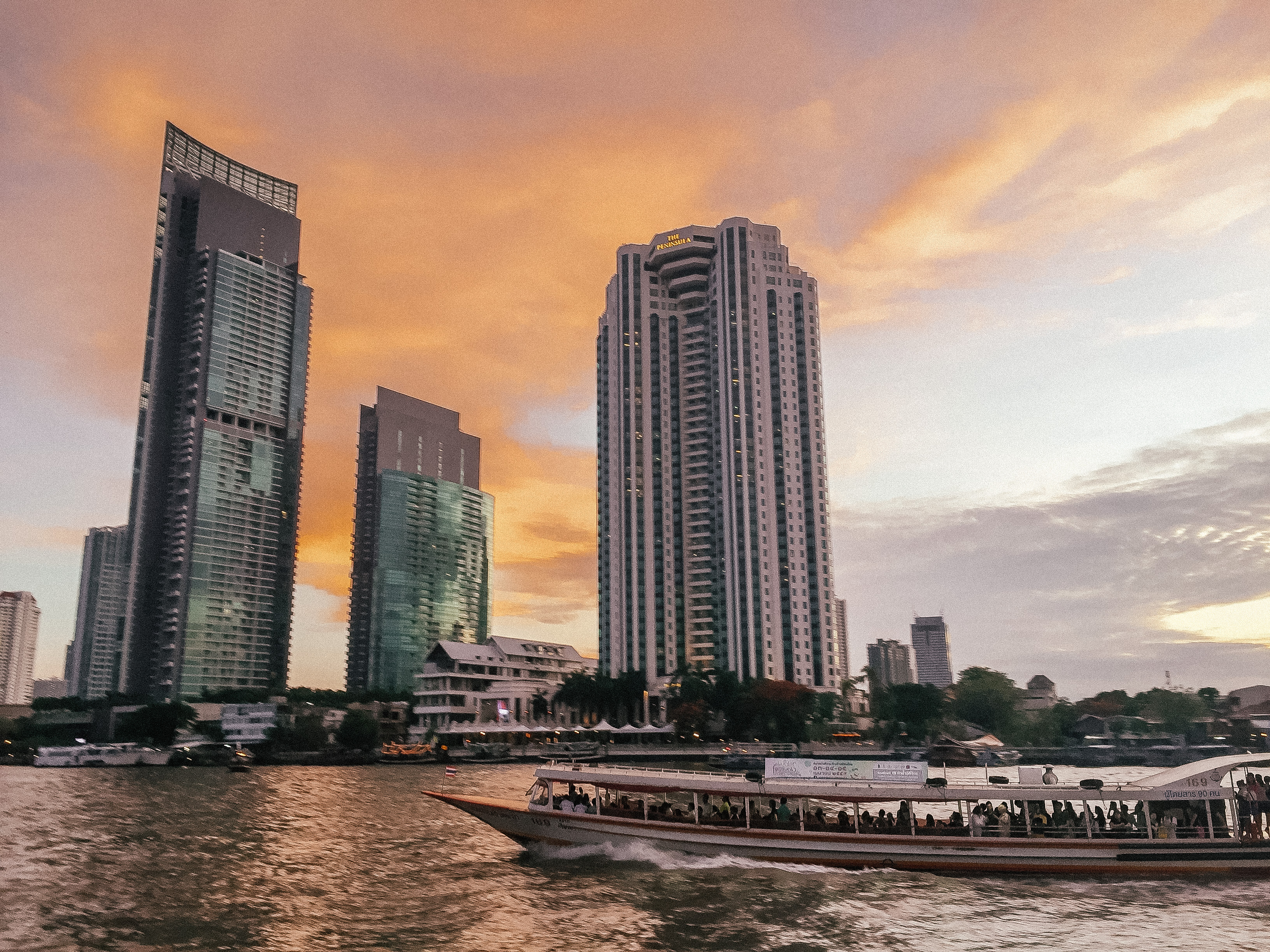 Drinks at the Mandarin Oriental - 48 hours in Bangkok guide