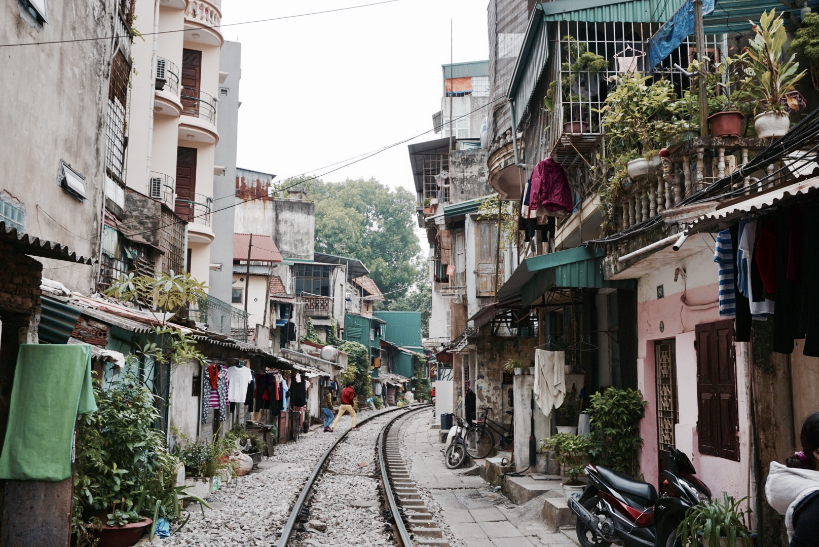 24 hours in Hanoi, Vietnam - A Visit to Train Street