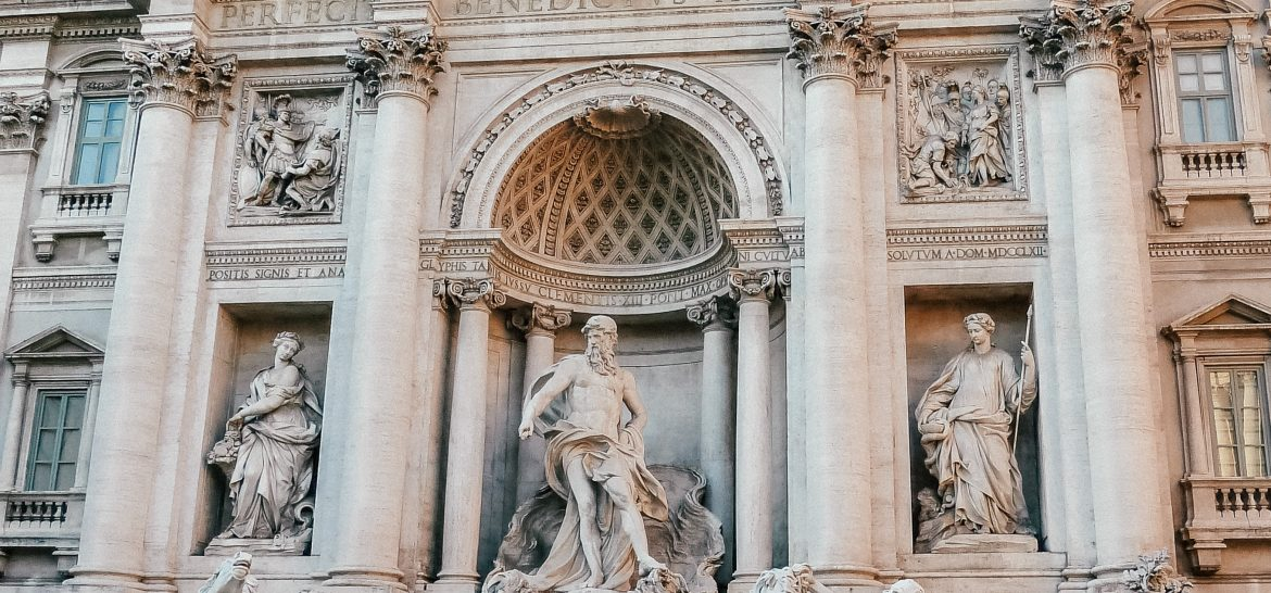 24 Hours in Rome - visiting the Trevi Fountain
