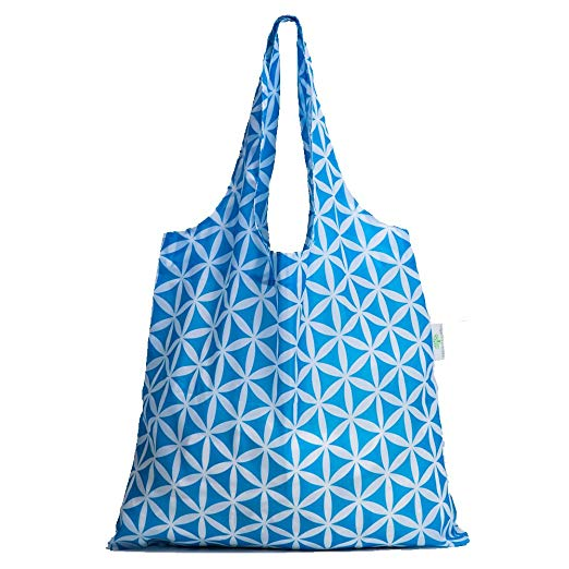 Foldable Shopping Tote: Best Travel Accessories