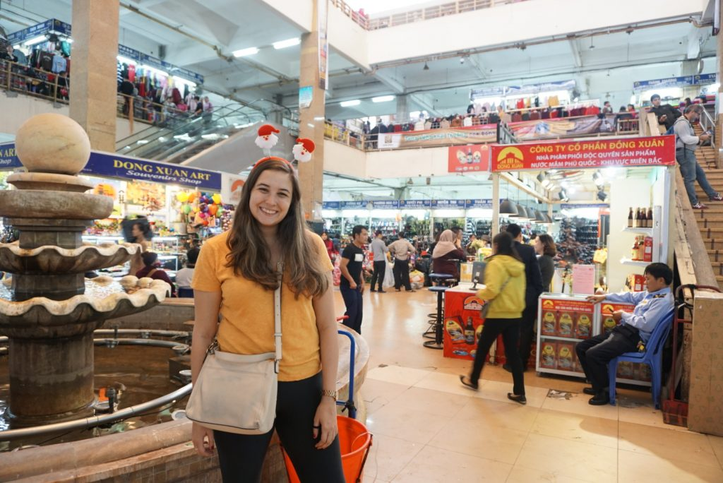 24 Hours in Hanoi - Shopping at Dong Xuan Market