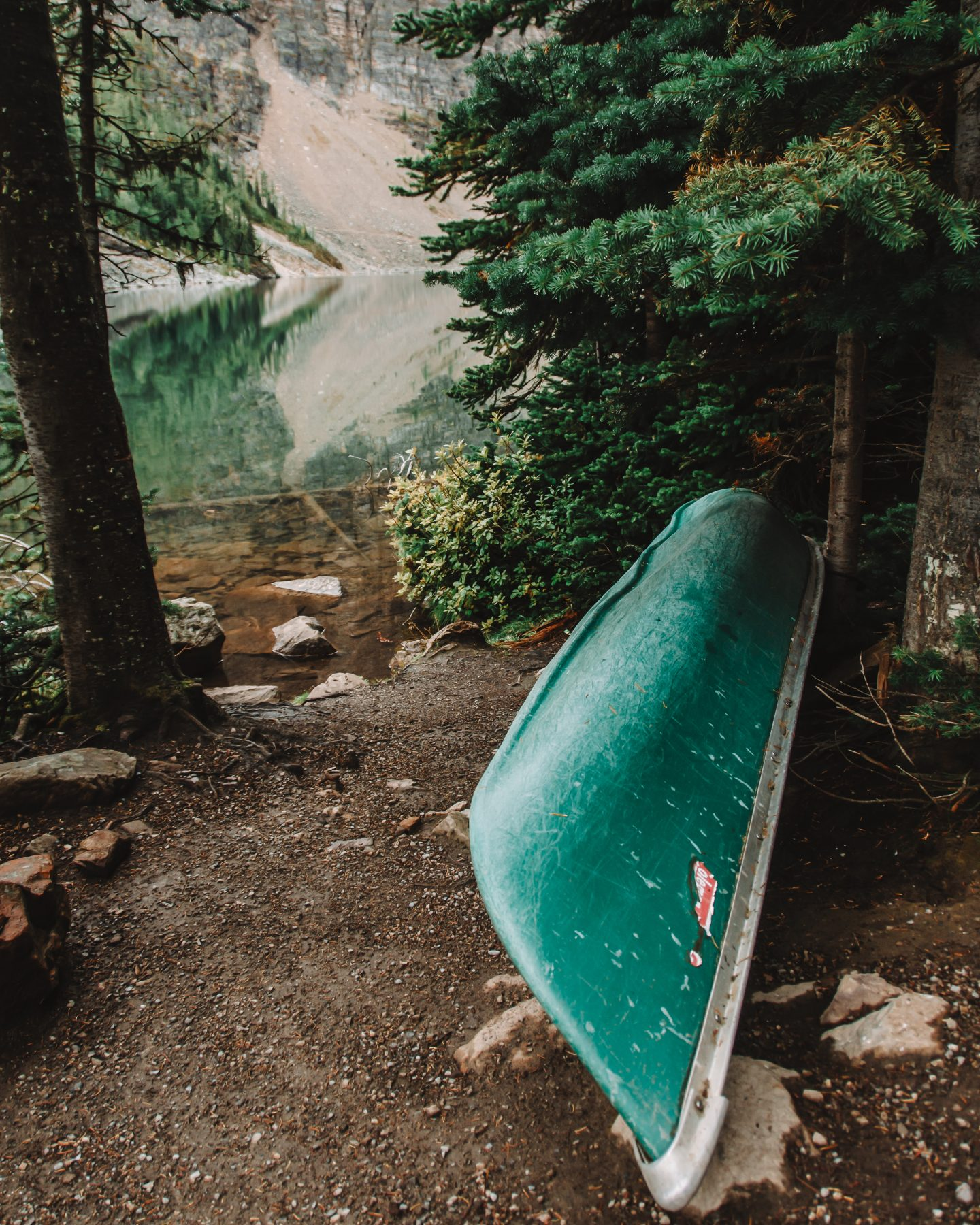 canoe at lake louise
