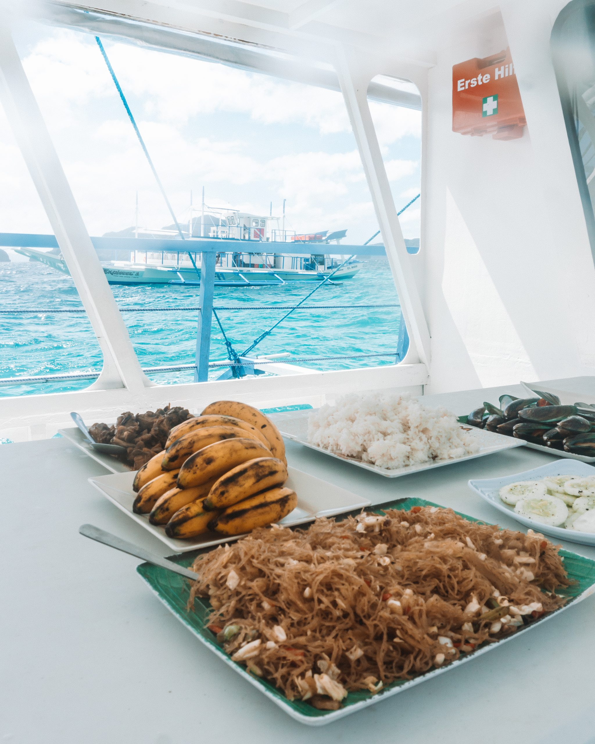 lunch on an el nido boat tour