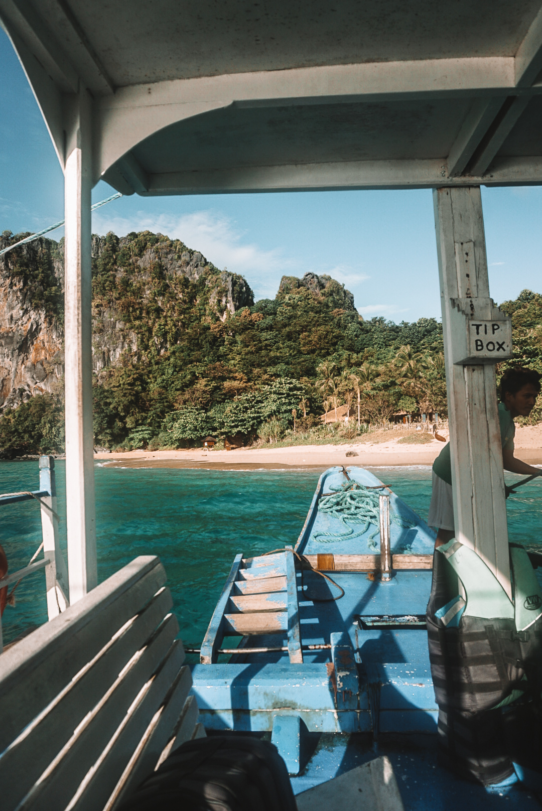 island hopping in el nido tour boat