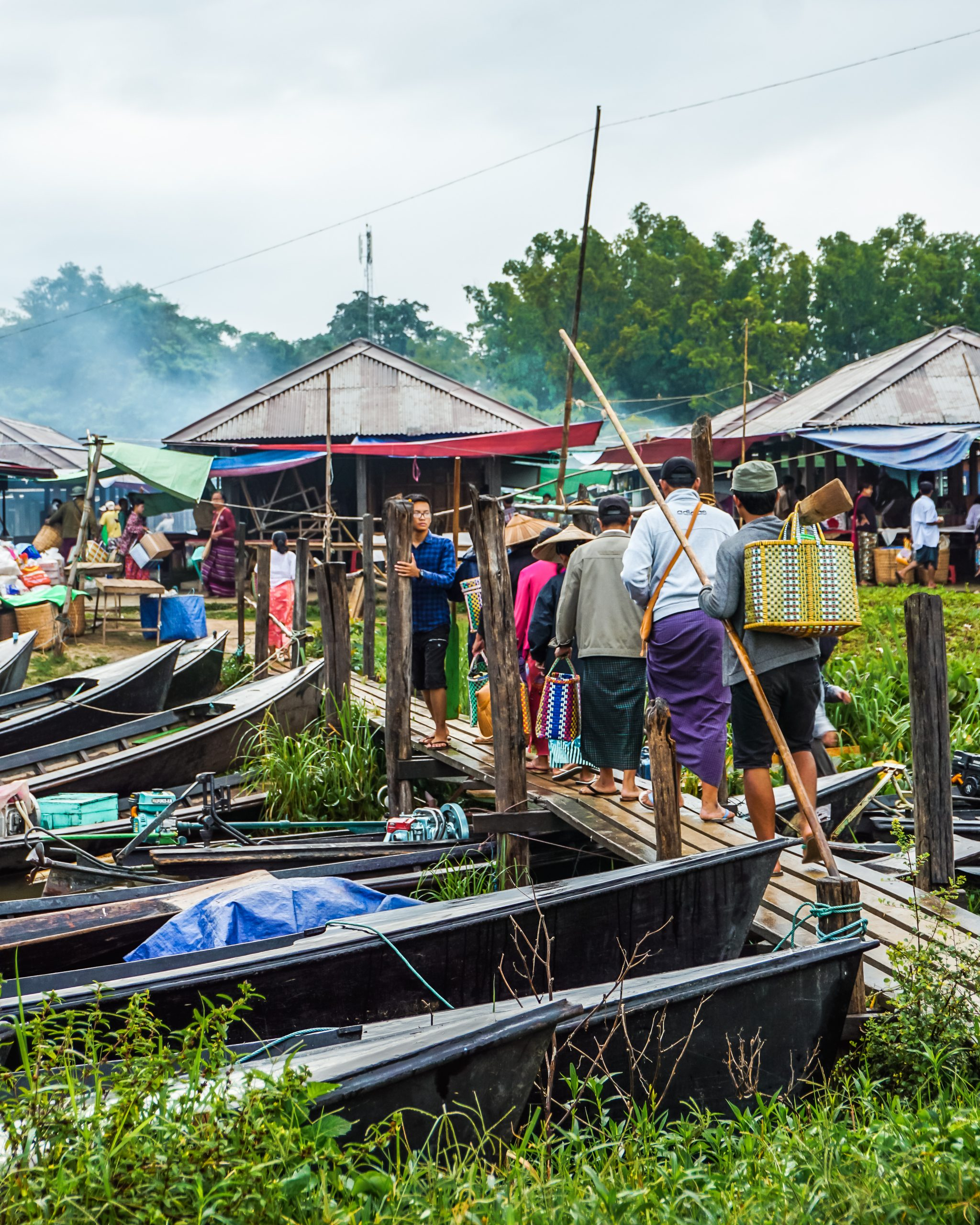 the five day market in inle lake myanmar