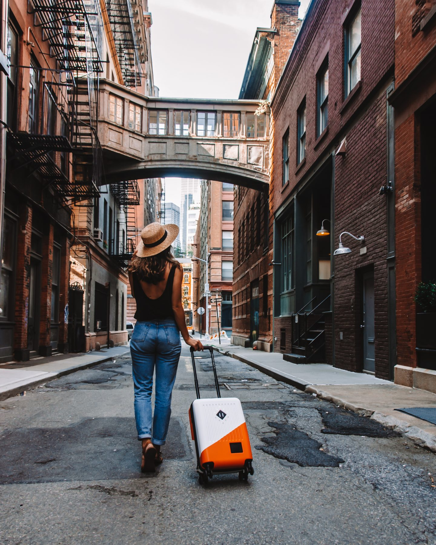 girl staying healthy while traveling in a walkable city like NYC