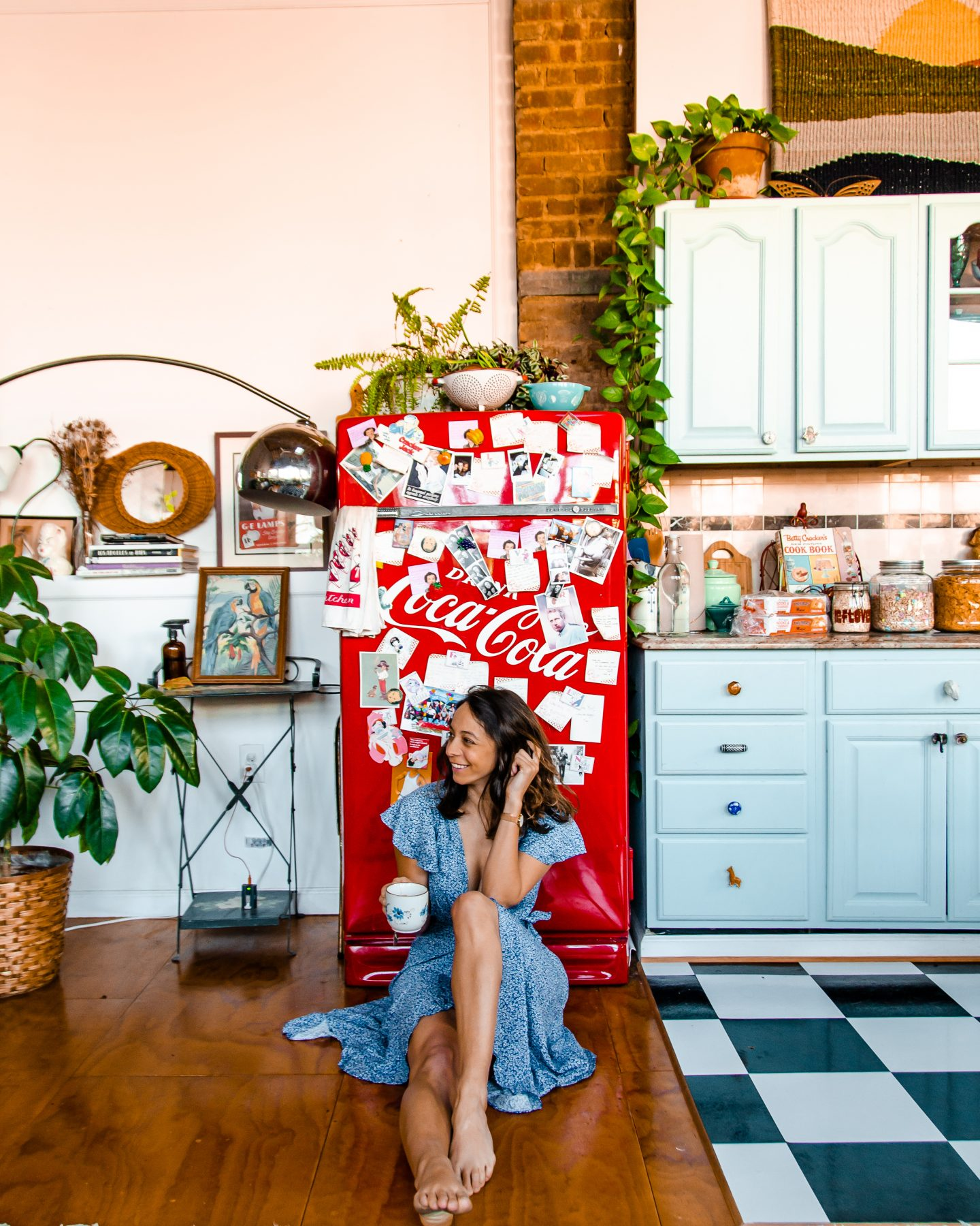 How to Take Your Own Photos as a Solo Traveler - girl in a loft in brooklyn ny