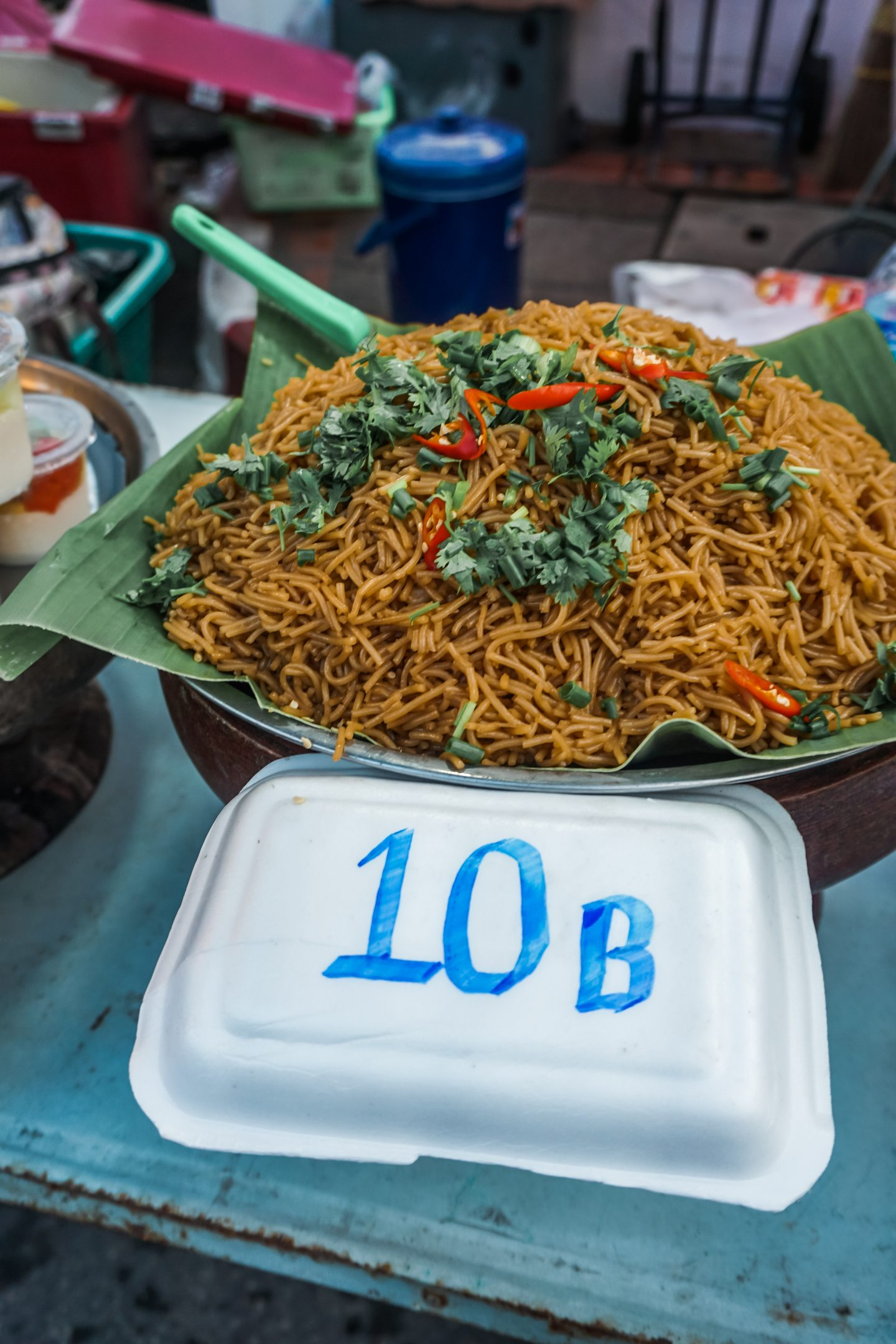Eating in thailand on a budget - noodles for 10 THB
