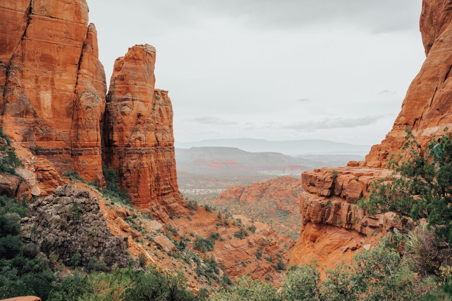 view from cathedral rock sedona hiking trail